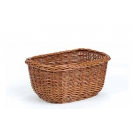 Oval basket in wicker